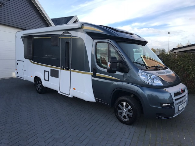 VERKOCHT !  Burstner 740 Nexxo Fifty Five 2014 Queensbed 10 dkm
